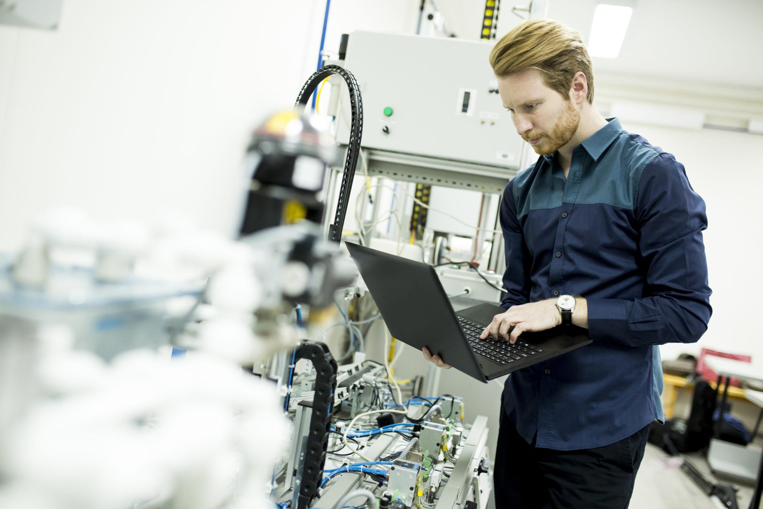 Créer des solutions basées sur des standards mixant les compétences de l'informatique industrielle et des systèmes d'information.